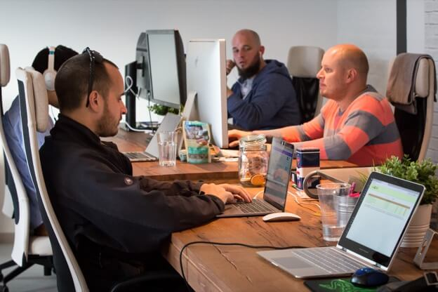 Das Kinsta-Team im Büro