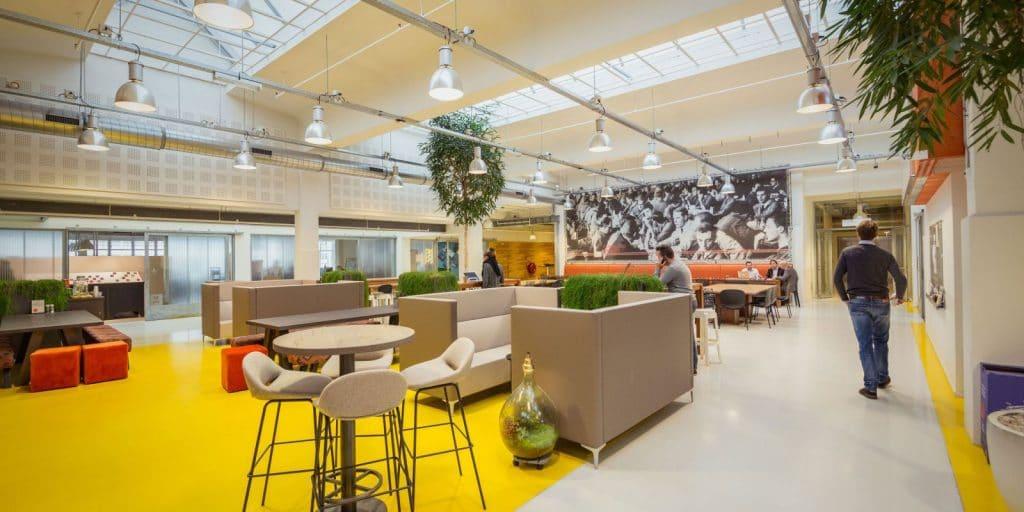 Red Factory se encuentra en el edificio colectivo creativo Caballero Fabriek, en La Haya.