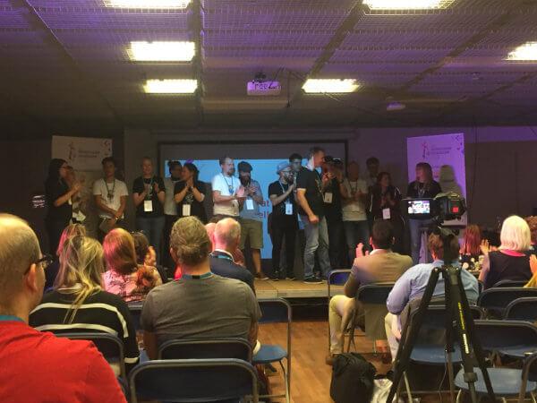 WordCamp NijmegenのステージでのKinsta