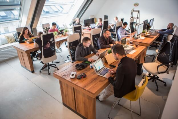 Kinsta team op kantoor