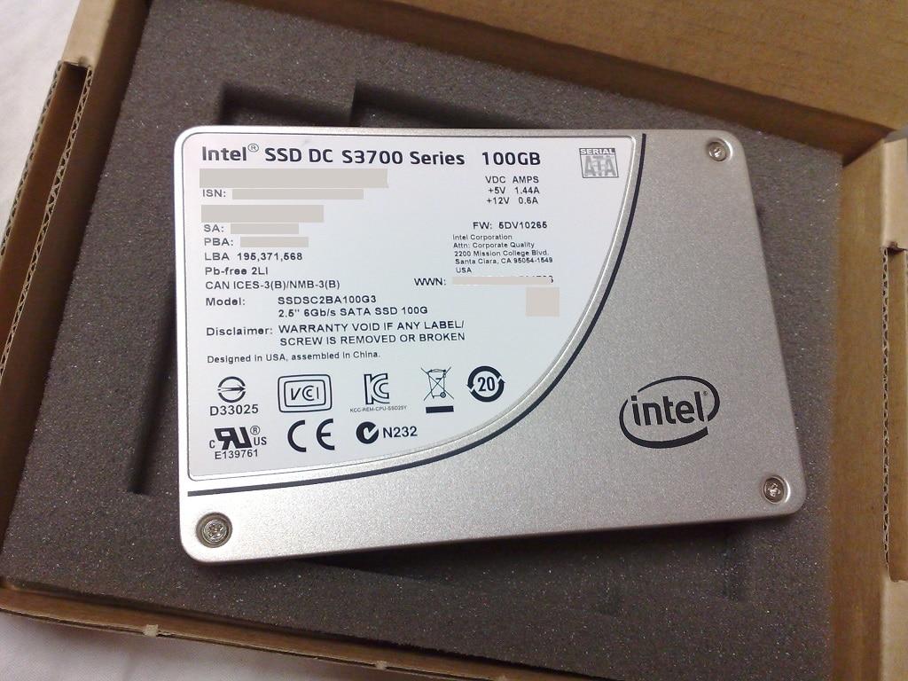 Un SSD con alloggiamento da 2,5 pollici. (Fonte immagine: Dsimic, via Wikimedia Commons)