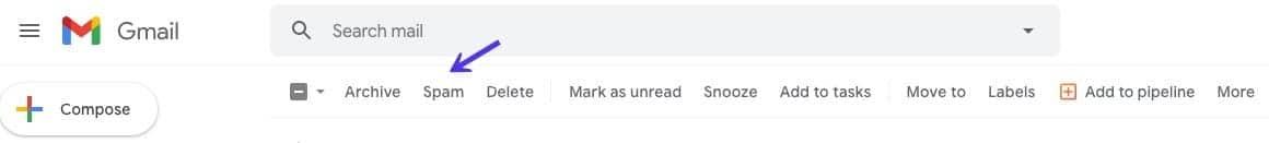 """Una freccia che punta alla cartella """"Spam"""" vicino alla parte superiore di Gmail"""